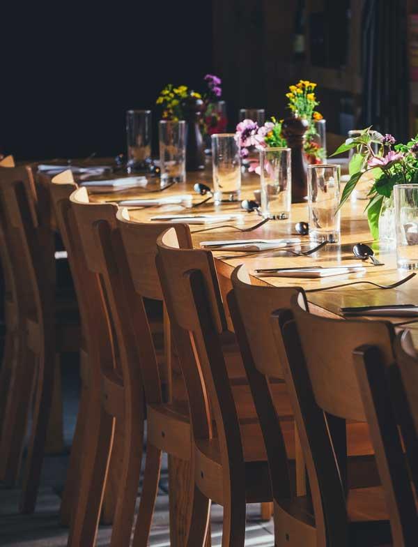 Doe-Het-Niet-Zelf-Avond RamsesShaffyHuis samen eten